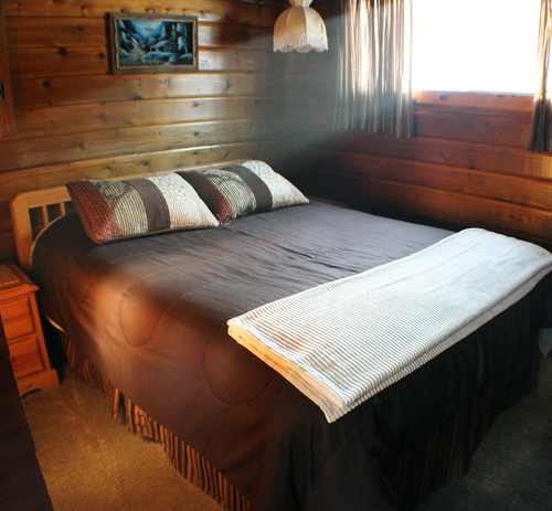 Camelot-Bedroom3-Round-Lake-Resort700
