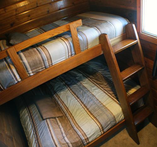 Camelot-BedroomBunk2-Round-Lake-Resort700